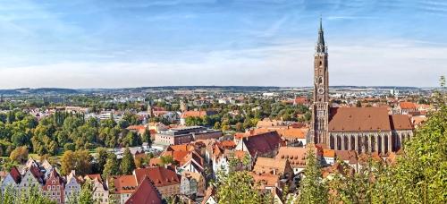 Panoramische Vogelperspektive von Landshut mit St. Martin Church, Bayern, Deutschland