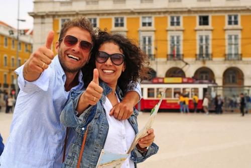 Junges Paar Touristen am Feiertag in Europa in Lissabon