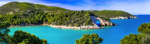 Italienischer Urlaub in Apulien - Naturpark Gargano mit wunderschönem türkisfarbenem Meer